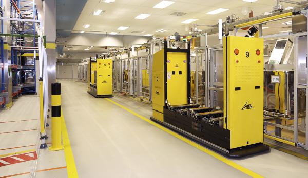 Los robots AGV de MLR System GmbH se usan para diversos sectores logísticos